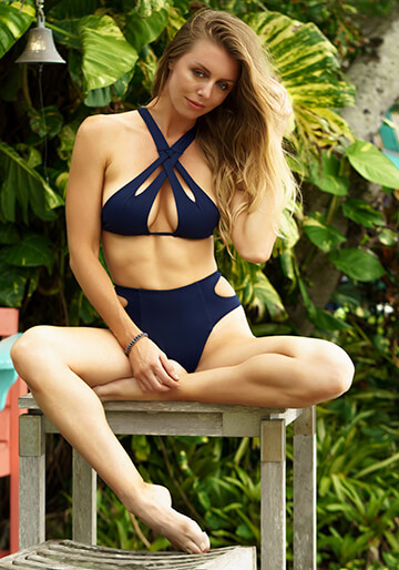 Cut Out Halter Bikini Top in Navy 277-6320-92200